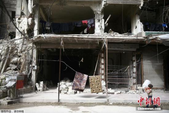 质料图:大马士革东古塔地域的小镇杜马在和平中变的满目疮痍。