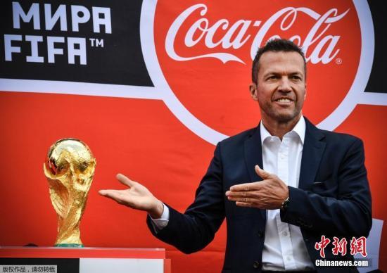 当地时间6月3日,大力神杯抵达终点俄罗斯莫斯科,德国足球名宿马特乌斯出席大力神杯巡回展莫斯科站。
