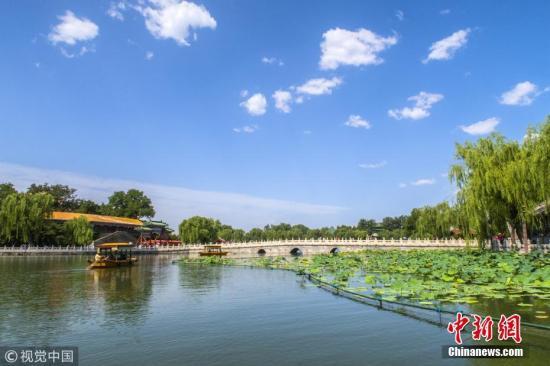 质料图:北京蓝天白云霸屏,颜值爆表。赵熔 摄 图片来源:视觉中国