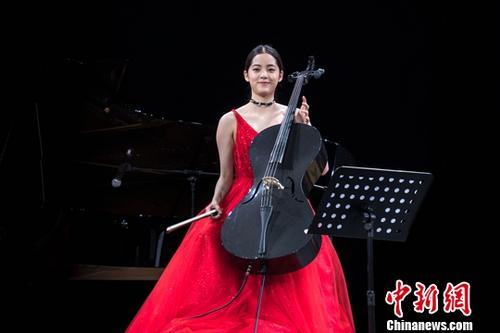 资料图片:台湾艺人欧阳娜娜。中新社记者 张道正 摄