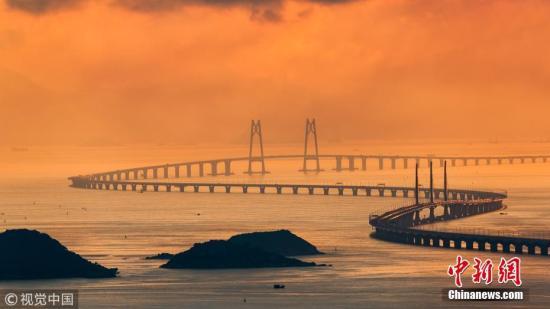 """质料图:""""超级工程""""港珠澳大桥。黄昆震 摄 图片起源:视觉中国"""