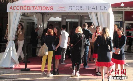 当地时间5月13日,戛纳国际电影节的各项准备工作已经进入最后冲刺阶段,各个展台都已经搭建完毕,明星陆续抵达。第72届戛纳国际电影节将于5月14日至25日在法国南部城市戛纳举行,竞赛和展映活动同时进行。中新社记者 李洋 摄