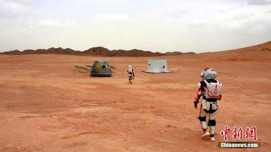 该基地整体规划面积67平方公里,核心建设区5平方公里,包括总控舱、气闸舱、乘员舱、生物舱等九大舱体,可实在模仿航天员在地外训练和地外保存情形。李亚龙 摄