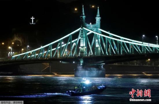 当地时间5月29日晚,匈牙利布达佩斯市中心多瑙河发生两艘游船相撞变乱,已致7人殒命,21人失踪。