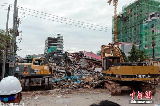 柬埔寨西哈努克省政府及警方当地时间6月22日证实,该省西哈努克市一栋在建设的七层建造当天晚上突然坍塌,造成3多人死伤。