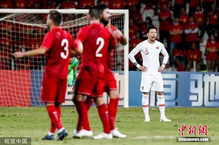 资料图:2019年11月14日世界杯预选赛小组赛,叙利亚2:1击败中国男足。图片来源:视觉中国