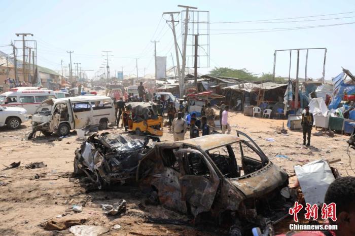 当地时间12月28日,索马里首都摩加迪沙一安检站发生汽车炸弹袭击,该国议会议员阿卜迪利扎克在社交媒体上表示,死亡人数超过90人。目前没有任何组织宣布负责。