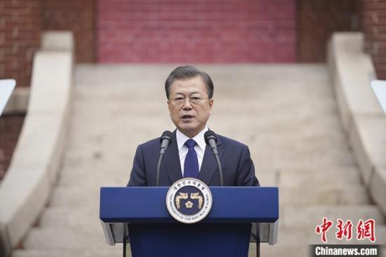 """3月1日,韩国总统文在寅在""""三一运动""""纪念活动上发表演讲称,将加强与中日等国合作;希望与朝鲜在卫生领域进行合作,共同应对传染病等。青瓦台供图"""