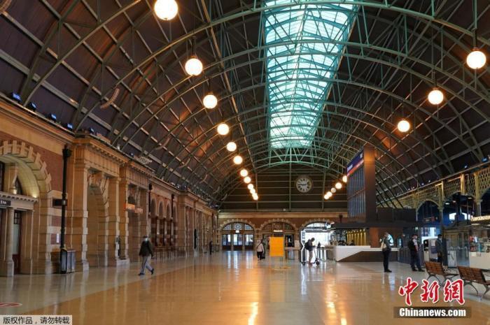 当地时间6月26日,澳大利亚悉尼,中央车站内乘客稀少。